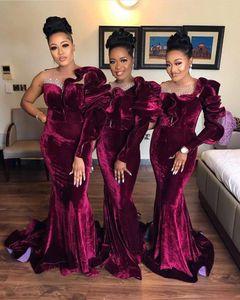 2021 Burgundy Bridesmaid Dresses One Shoulder Ruffles Long Sleeves Pearls Sheer Neck Floor Legth Velvet Maid of Honor Gown Plus Size