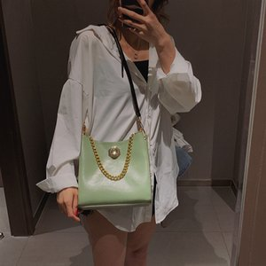 Superior2020 Bucket Chain Bag Woman Concise Hand Bill Lading Shoulder Package Senior Feeling All Kinds Of Oblique Sway