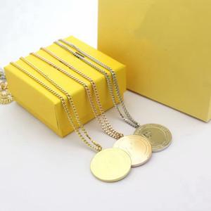 acero estilo de la moda de Europa América Señora 316L titanio Grabado F Carta de 18 quilates chapado en oro Collares largos con colgante disco redondo de 3 colores