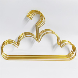 Forma 10pcs cabides não derrapante metal Toddlers cabide de Ouro Crianças Nuvem cabide roupa de armazenamento Organizer cremalheira