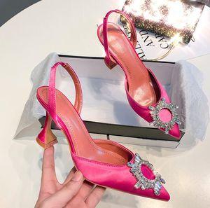 embellecido de cristal de la venta caliente de calidad de Amina Begum raso talón abierto Bombas Muaddi Cristal elástico de la correa de talón abierto zapatos de alta 8cm