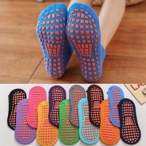 Vente Hot Yoga non-Slip Chaussettes professionnel Yoga intérieur Sport Chaussettes pour femmes hommes courtes en coton chaussette trampoline étage 12 couleurs de 10pairs
