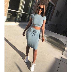 Kadınlar Kısa Kollu 2adet Setleri Bayanlar Tees Etekler ile Delik Şeker Renk İki Adet Elbise Yaz