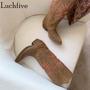 Женщина Knee High Long Boots Brown кожа коровы замши вышивки Ретро Ковбой Knight Boots зима Длинные Женщины Mujer