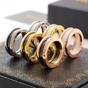 Hot-selling Titanium Steel Cerâmica Rose Ouro Correspondência Anéis de Moda 18-Karat Anéis De Correspondência De Ouro Para Mulheres e Homens Jóias Requintadas