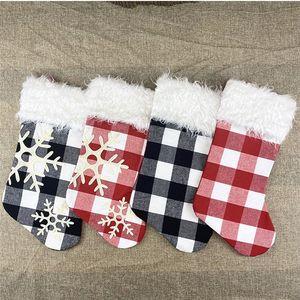 горячее 2020 украшения рождественской елки подарок мешка рождественских носков подарок сумка Snowflake носков Рождество кулон чулки для вечеринок T2I51324