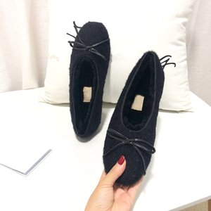 2020 الأزياء الأكثر مبيعا العلامة التجارية السيدات أحذية عارضة اللون النقي ريال الشعر القوس الانزلاق على جودة عالية مريحة أحذية نسائية شقة