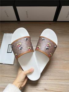 Hommes d'été 2020 Chaussons Nouveau Chaussures Casual antidérapante intérieur et extérieur Camo style sandales 4 couleurs Zapatos Hombre Gift mari