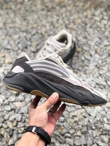 2019 Nouvelle arrivée 700 V2Tephra Utilitaire Gris Noir Solide Vanta réfléchissant Kanye West Hommes Femmes Chaussures de course de sport Chaussures de sport