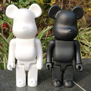Hot 28cm Bearbrick evade in colla. Nero. Giocattolo di figure dell'orso bianco e rosso per i collezionisti Be @ rbrick Art Lavoro Modello Decorazioni per bambini Regalo