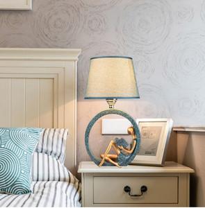 الجدول مصباح السرير مصباح غرفة نوم بسيطة الحديثة القراءة الإبداعية الأوروبية الإضاءة ليلة الصغيرة الخفيفة LED مصباح الطاولة