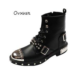OVXUAN Botaş Hombre Perçin Yüksek Top Toka Metal Casual Düz Kısa Bilek Boots Erkekler Moda Kama Punk Harness Boots Erkek Ayakkabıları