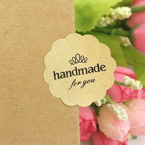 Etiquetas de papel kraft etiquetas de regalo hecho a mano pegatinas de regalo de boda / fiesta de bicarbonato de sello autoadhesivo etiqueta de embalaje