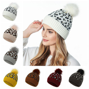 Leopard Strickmütze Pom Pom-Pelz-Kugel Beanies Damen-Winter-warme Wolle Knitting Hut im Freien warm halten Beaniekappen Party-Hüte LJJP410