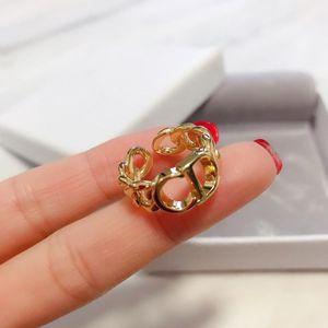 Luxe Femme Band Finger Rings Designer Internet Ladies Tempérament 2020 Lettre Nouveaux CD Anneaux pour Accessoires Bijoux Femmes