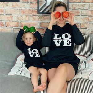 Les parents d'enfants AMOUR Sweats à capuche Mode Lettre Automne Hiver manches longues à capuche cou noir en vrac Sweat famille Vêtements de loisirs