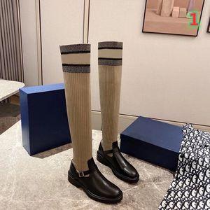 2020 Fashion femmes marque de créateur de luxe bottes de mode lettre chaussettes tricotées randonnée dames bottes en plein air botte d'hiver sur les bottes du genou SIZ