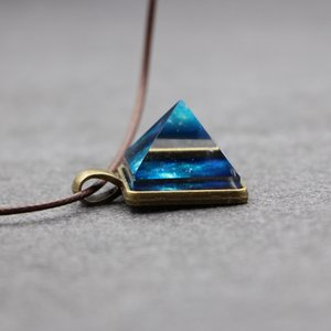 Hot sale pyramid natural crystal pendant dreamy luminous Starry Sky necklace trendy cool men's and women's jewelry