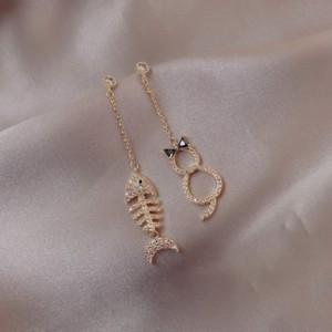 q56ZF plata S925 y aretes de gato femenino asimétrica pendientes pequeños peces que cuelgan larga cola gato muchacha novia novia