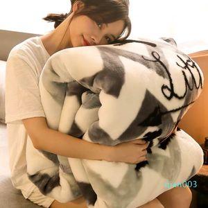 caliente grueso Fleece Blanket dormitorio invierno edredones Sofá siesta manta cómoda ropa de cama edredón mecánica de lavado Raschel