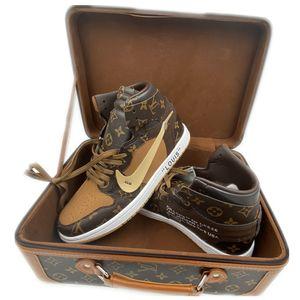 Off БЕЛАЯ LOUIS VUITTON х NIKE Air Jordán 1 Ретро дизайнеры кроссовки Женщины Мужчины Чикагский UNC Basketball обувь Спортивная обувь подарок с коробкой