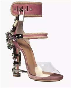 2020 Sandalia Feminina de luxe en métal Talon haut cristal Designer Femme PVC Gladiateur Sandales Padlock Bejeweled cheville Strap Sandales strass