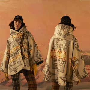 2020 New Luxury Warm Outerwear Lady Jackets Vintage Geometric Print Wool Blends Winter Coat Womens Elegant Cloak Short Cape Coat T200814