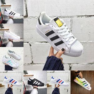 Superstars Erkek Açık Ayakkabı 2020 Ucuz Siyah Beyaz Altın Hologram Genç Originals 80'ler Gurur Sneakers Süper Star Kadınlar Erkekler Tasarımcı Ayakkabı