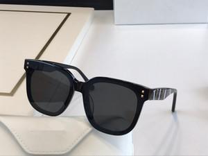 4077 Популярные женщины и мужчины солнцезащитные очки Мода квадратный Frame солнцезащитные очки с бриллиантами и заклепками очки Приходите с футляром