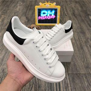 أعلى جودة الرجال إمرأة جلد طبيعي مصمم أحذية النساء أزياء في المخملية فالت حذاء رجل منصة الجلود عارضة المدربين