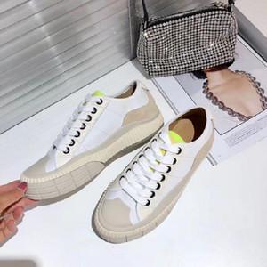 Les derniers appartements de plate-forme et des baskets casual été 2020 sont fabriqués avec du nylon pour les chaussures de sport de femmes à faible top