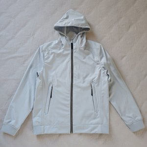 20SS 40927 European Light Soft Shell-R-Jacke mit Kapuze Fashion Cap Stickerei-Muster Mantel Paar Frauen Mens-Qualitäts-Jacken HFXHJK122