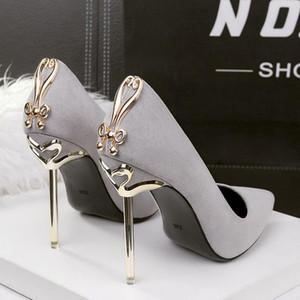 2020 nuove signore di modo Tacchi alti metallo Decor pompe ad alta tacco a spillo sexy scarpe da sposa Donna Toe Pumps a punta Nero Rosso Tacones Mujer