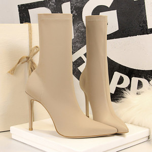 2022 size 34 to 40 sexy boots mid zip rivets pointed high heel ankle booties luxury designer women boots come with box F22
