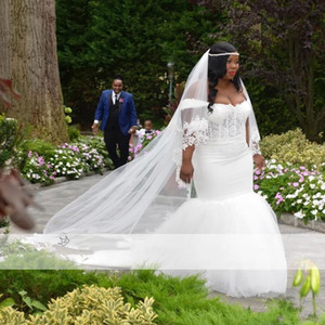 2021 African Plus Size Wedding Dresses Lace Tulle Off Shoulder Beaded Sexy Bridal Gowns Appliques Wedding Gown Exposed Boning