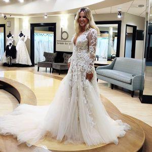 2019 Arabic Plus Size Deep V-neck Lace Wedding Dresses Long Sleeves Bridal Dresses Vintage Sexy Wedding Gowns ZJ955