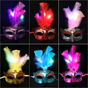LED Lumières plume Masque de mardi gras Masque de mascarade vénitienne de danse de fête Masques Masques plumes Noël Halloween Fournitures Costume DBC BH3986