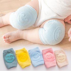 Joelho bebê Crianças Pads antiderrapante Sorriso Knee Pads recém-nascido de rastejamento Elbow Protector pé quente crianças segurança Joelheira Rapazes Meninas Socks FWF853