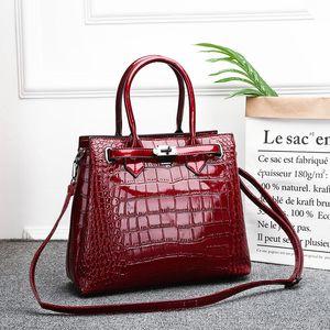 2020 Moda Yeni Japonca ve Kadınlar İçin Kadınlar Büyük Kapasiteli Çanta Messenger Bag Kore-Style Timsah Tek Omuz Çantası