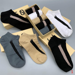 2020 New Mens Socks Fashion Letters Ankle Socks Active Boys Tops Running Wear for Wholesale 5 Pairs Boxed High Quality Lll207315