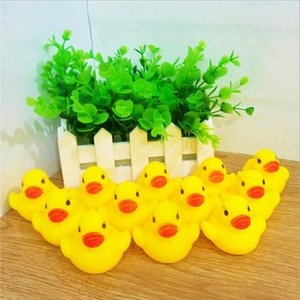 Bath toys play in the water, the yellow duckling will squeeze and make a sound, PVC non-toxic material, child safety toy
