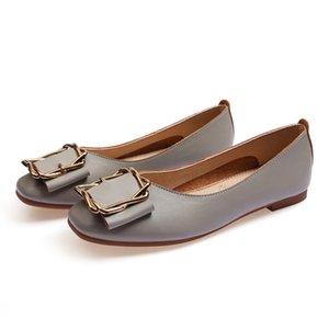 Dames de gros bon marché lager Chaussures plates en cuir des femmes de fille nue noir gris Nouveau arrivel mariage Groupe de travail chaussures robe treize