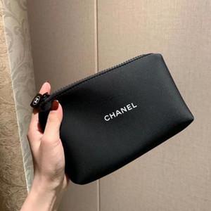 Mejor bolsa vip bolsa de cosméticos a estrenar de calidad con caja de regalo de cosméticos de almacenamiento portátil bolsa de lujo diseñadoras monedero cero Negro Zipper la cartera