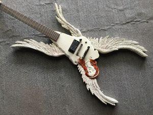 Custom Shop Angel Wings Guitare électrique Manuel DIY Magnifiquement sculpté de la guitare électrique en forme de spéciale, des micros actifs, des boutiques gratuites