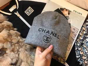 Großhandel - Mode Barett Frauen achteckige Kappe Schwarz Kord Zeitung Hut Frauen Herbst und Winter Hut YD025