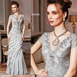 Elegant Silver Mother Of The Bride Dresses Short Sleeve Lace Appliqued Formal Evening Gowns Floor Length Ruffles Bridal Guest Dress