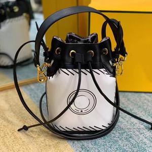 النساء حمل أكياس دلو حقيبة الكتف حقيبة الأزياء اثنين الأبعاد الكرتون إلكتروني نمط جديد للإزالة حزام الكتف عالية الجودة محفظة