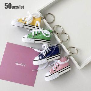 50 pçs / lote de moda esporte sapatos keychain mini simulação 3d lona tênis tênis chaveiro para presentes de festa