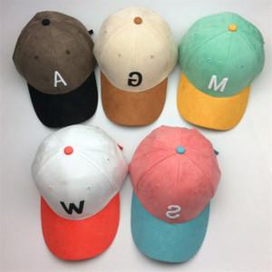 muaHu Новой замши бархата изогнутых Бреют корейского стиль модных буквы Deerskin шляпа вышитой подборы цветов для мужчин и женщины embroid