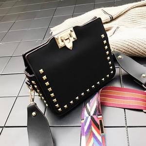 Designer-Schulter-Kurier-Beutel-Frauen Neue Postman Hand Versatile Rivet Taschen Retro kleine quadratische Tasche